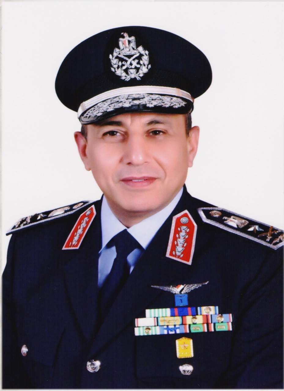 الفريق محمد عباس حلمى قائد القوات الجوية
